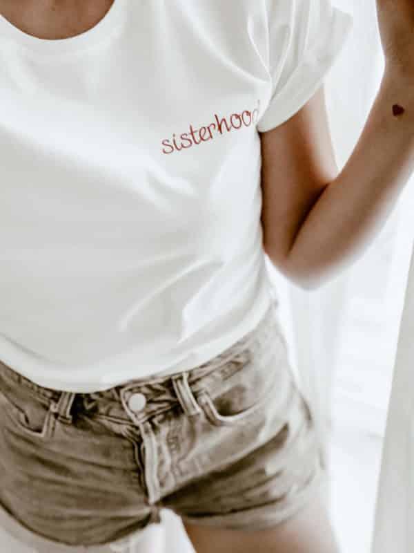 T-shirt message personnalisé style broderie
