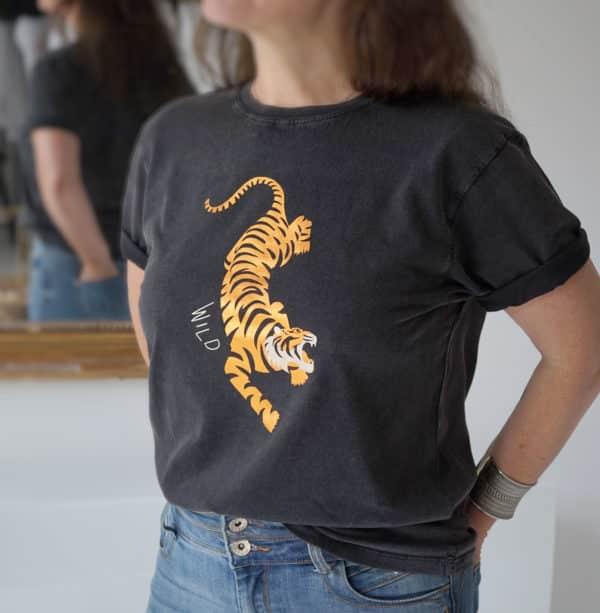 T-shirt Tiger boyfriend rock noir délavé