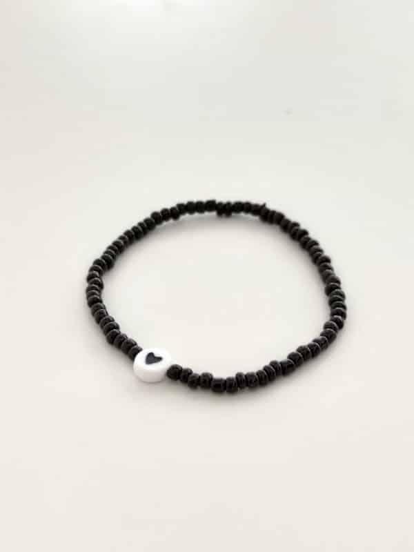 Bracelet perles lettres CŒUR noir