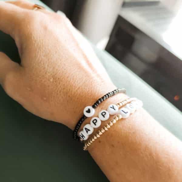 Bracelet perles lettres AMOUR noir