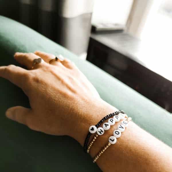 Bracelet perles lettres BISOU noir