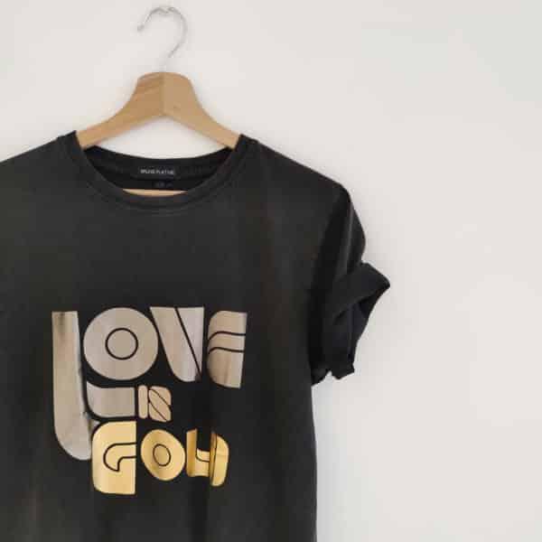 T-shirt Love is Gold black