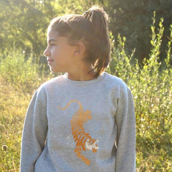 Sweat-shirt enfant avec tigre en cuivre métallisé.
