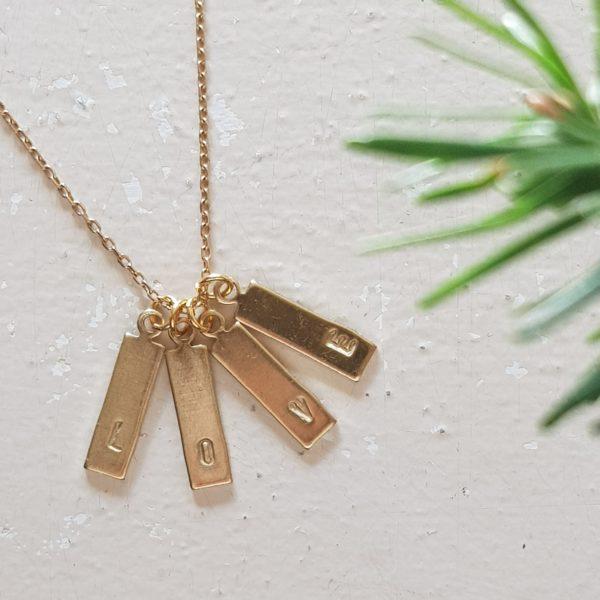 Collier médaille rectangulaire avec initiale à personnaliser